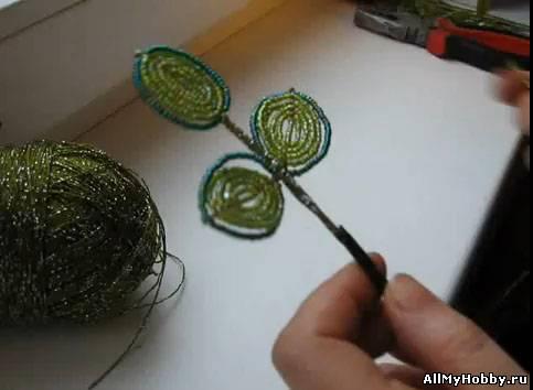 У нас есть много уроков бисероплетения для начинающих.  Для начинающих - фенечка из цветов by видео уроки 191...