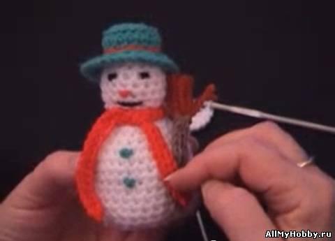 Снеговик, вязанный крючком