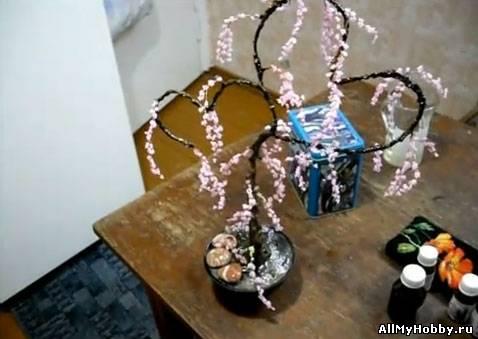 Мастер-класс по изготовление бисерных деревьев к дню Святого Валентина.  Видео на русском языке.
